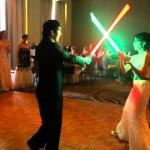 düğünde ışın kılıcı
