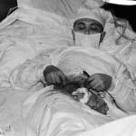 Kendini ameliyat eden doktor